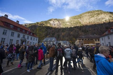 6 Month Night Problem Solved By Giant Mirrors In Norway