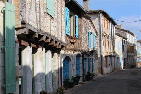 Montpezat-de-Quercy, France travel and tourist guide and