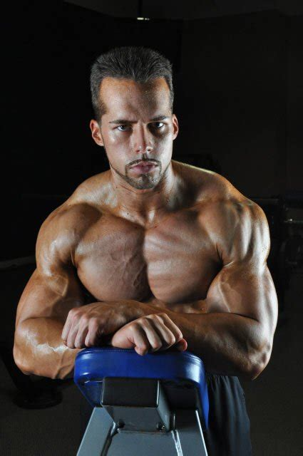 Pectoral College: The Smart 4-Move Plan For A Chiseled